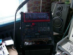 синтезатор из рабочей студии гения отчественного электронного муз синтза Юрия Орлова (экс-Николай Коперник)