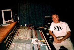 Леон Бергер в своей сиднейской студии