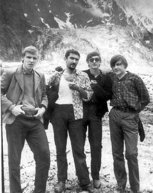 СКИФЫ с Л.БЕРГЕРОМ на Цейском леднике. 1968 год. (из архива Ю.Валова).