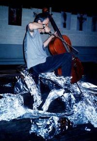 Соло перформанс - виолончель препарированная фольгой