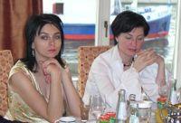 Наташа Морозова с администратором. Мужчины спорят - женщины молчат.