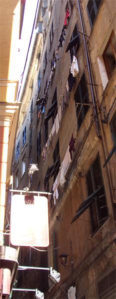 Традиционное для итальянских городов бельишко.