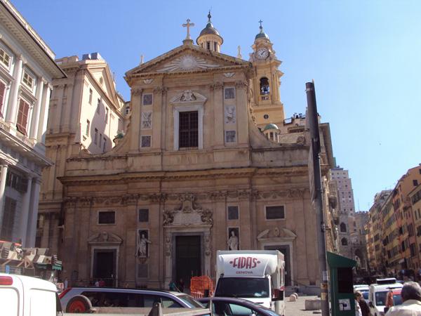 Иезуитская церковь Иисуса и Св. Амброджо и Андреа. Их же распустили всех, иезуитов этих, еще в 18 веке. Кому вся их недвижуха принадлежит сегодня, интересно.