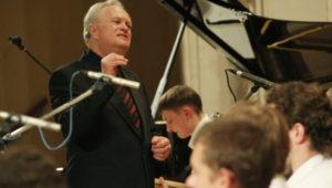 muzykant-anatolij-kroll-so-svoim-orkestrom-akademik-bend